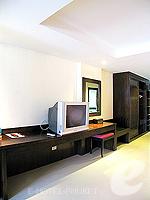 プーケット 5,000円以下のホテル : ココテル プーケット パトン(Kokotel Phuket Patong)のロイヤル スイート(ルームオンリー)ルームの設備 Writing Desk