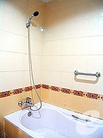 プーケット 5,000円以下のホテル : ココテル プーケット パトン(Kokotel Phuket Patong)のロイヤル スイート(ルームオンリー)ルームの設備 Bath Room