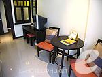 プーケット ファミリー&グループのホテル : ワラブリ プーケットリゾート&スパ(Woraburi Phuket Resort & Spa)のスーペリアルームの設備 Writing Desk