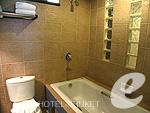 プーケット カロンビーチのホテル : ワラブリ プーケットリゾート&スパ(Woraburi Phuket Resort & Spa)のスーペリア プールビュールームの設備 Bathroom