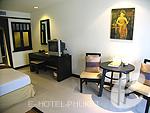 プーケット ファミリー&グループのホテル : ワラブリ プーケットリゾート&スパ(Woraburi Phuket Resort & Spa)のデラックスルームの設備 Living Area