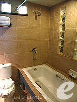 プーケット ファミリー&グループのホテル : ワラブリ プーケットリゾート&スパ(Woraburi Phuket Resort & Spa)のカバナ プールアクセスルームの設備 Bathroom