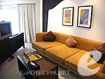 プーケット ファミリー&グループのホテル : ワラブリ プーケットリゾート&スパ(Woraburi Phuket Resort & Spa)のジュニア スイートルームの設備 Writing Desk