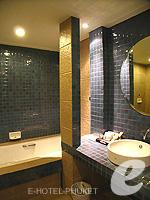 プーケット ファミリー&グループのホテル : ワラブリ プーケットリゾート&スパ(Woraburi Phuket Resort & Spa)のジュニア スイートルームの設備 Bathroom